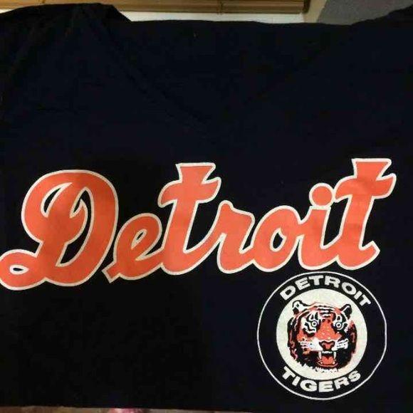 VS PINK Crop top PINK Detroit Tigers crop top                                  BNWOT PINK Victoria's Secret Tops Crop Tops