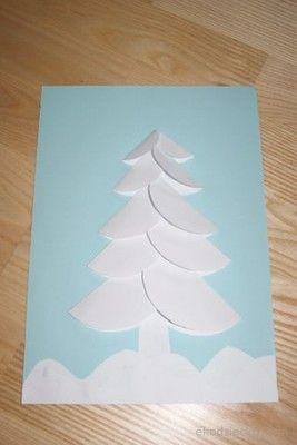 Sněhem pokryté vánoční strom