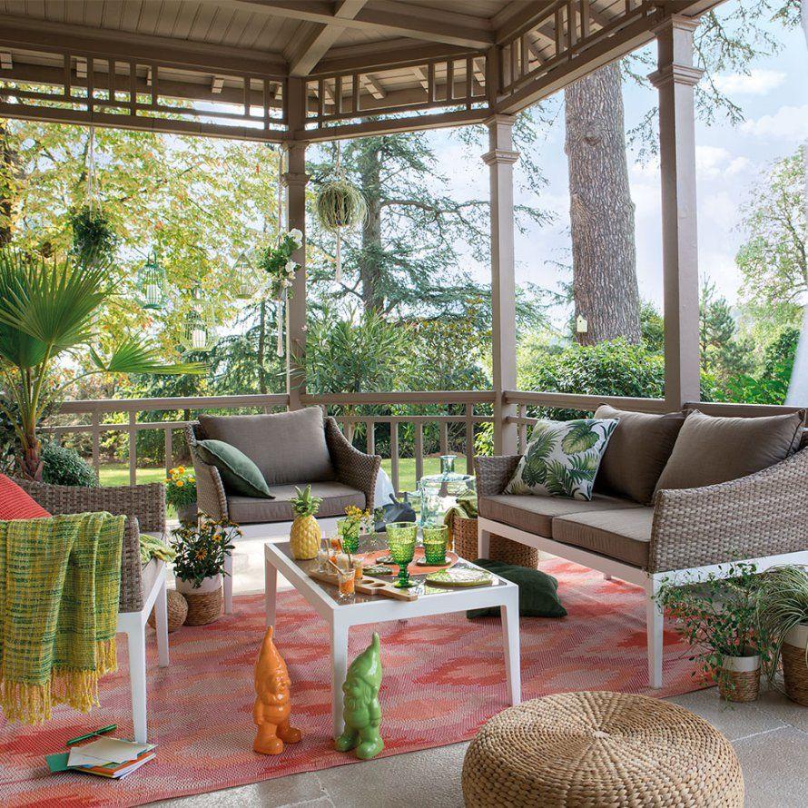 Un salon de jardin cosy en bois, Delamaison.fr