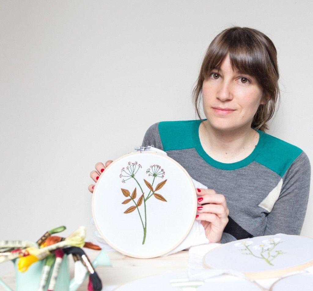 Partez à la rencontre de Minia, la créatrice derrière notre toute dernière collaboration. Entre broderie, tissage et photographie, elle touche vraiment à tout !