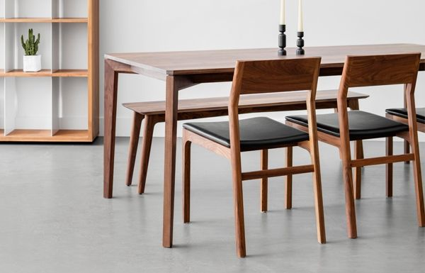Table A Diner En Massif Avec Pattes A Angles Et Plateau A Profil Bas Sur Mesure Disponible Dining Table Chairs Dinning Room Tables Dinning Chairs