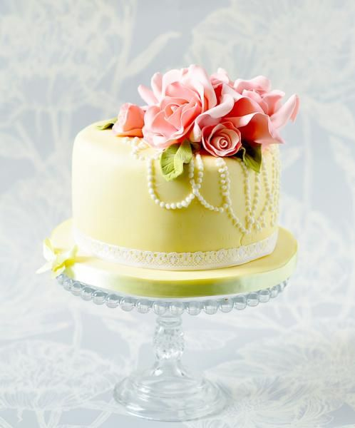 Yellow and pink roses cake