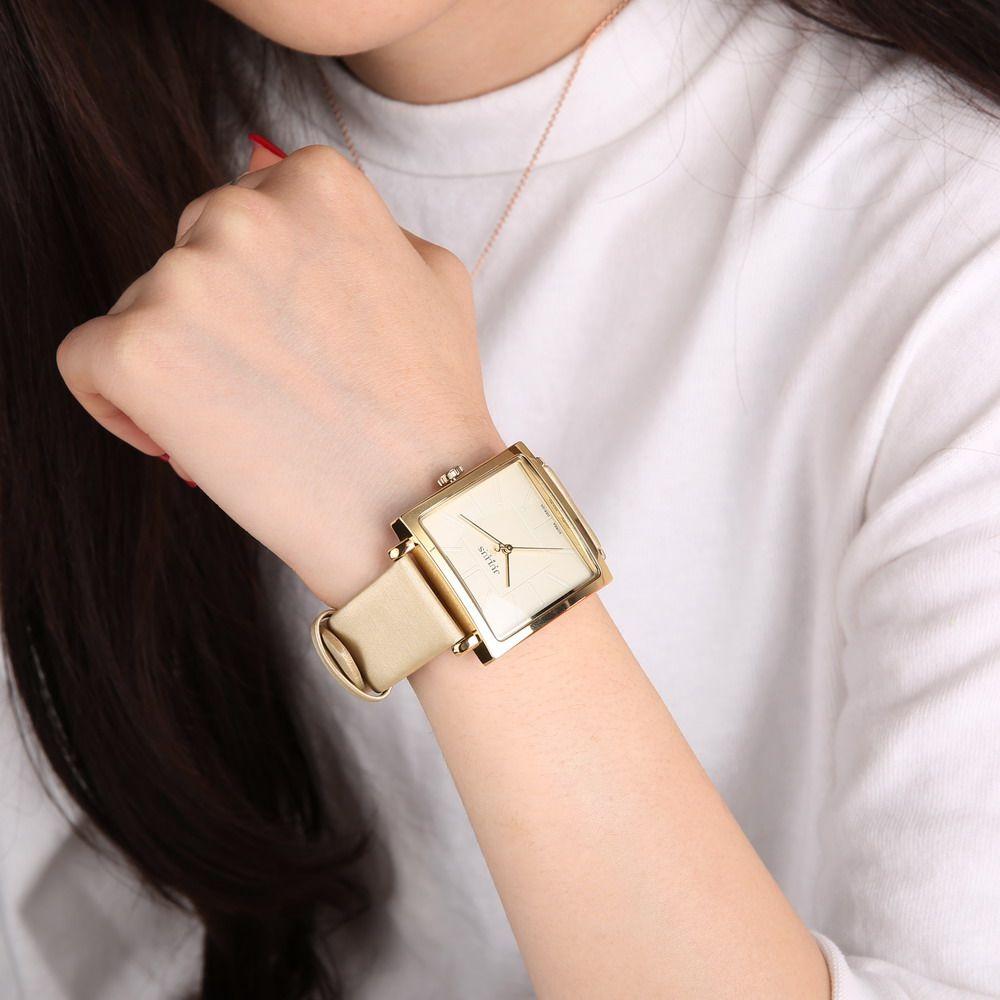تعتبر ساعة اليد من أساسيات الإكسسوارات التي...