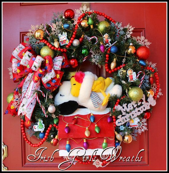 Snoopy on his Doghouse with Woodstock Peanuts Christmas Wreath ...