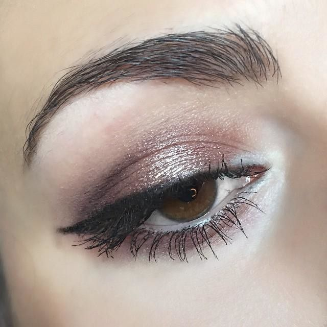 #eyeoftheday: @urbandecaycosmetics Eyeshadow Primer Potion • Maybelline Color Tattoo in Pomegranate Punk (my current fav color) all over my lids • @nyxcosmetics Eyeshadow in Betrayal in the crease • Urban Decay Eyeshadow in Sin from #nakedpalette1 on the