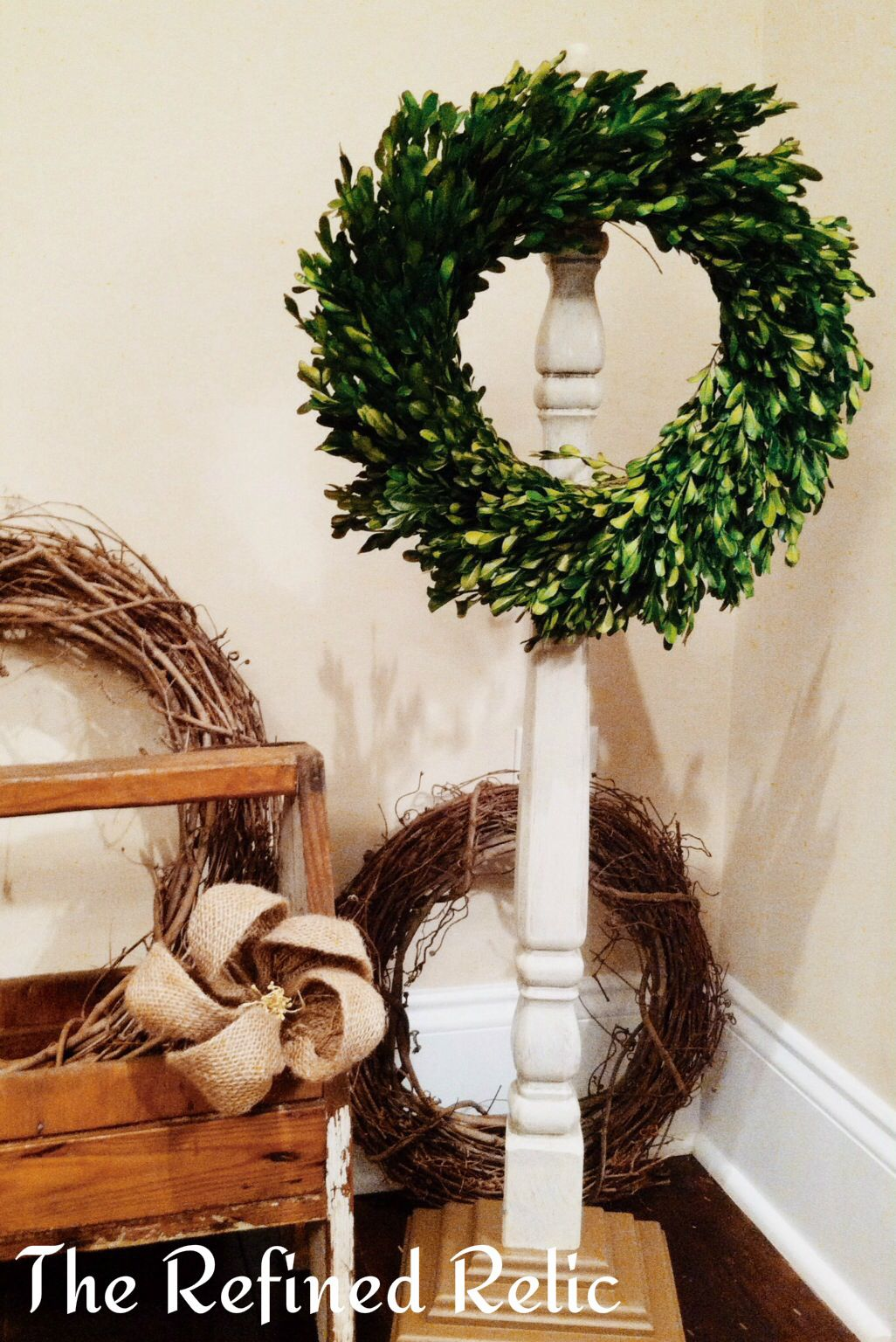 Repurposed Table Leg Wreath Holder A Perfect Way To Display Christmas Wreaths Stockings And Other Christmas Deco Spindle Crafts Wreath Holder Recycled Decor