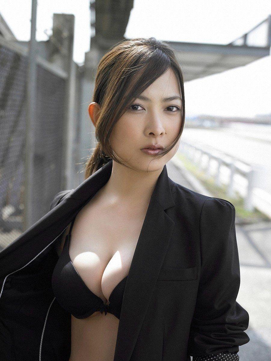 谷村美月のセクシー画像