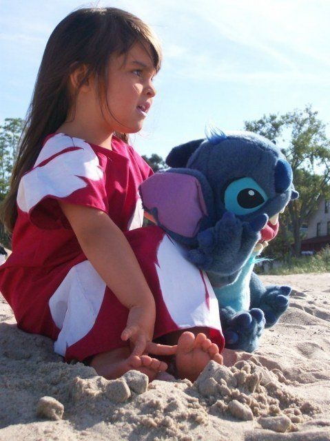 Lilo & Stitch...what a cute idea for my daughter for Halloween!!!! She looks and acts like Lilo..love this movie