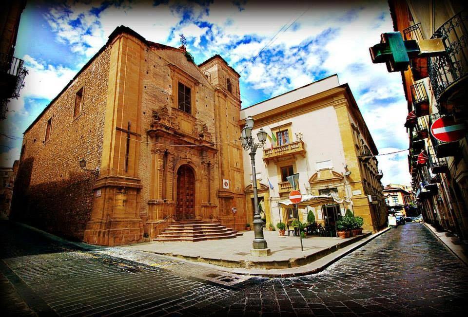 32 Chiesa Di Fundro E Sede Comune Piazza Garibaldi Piazza