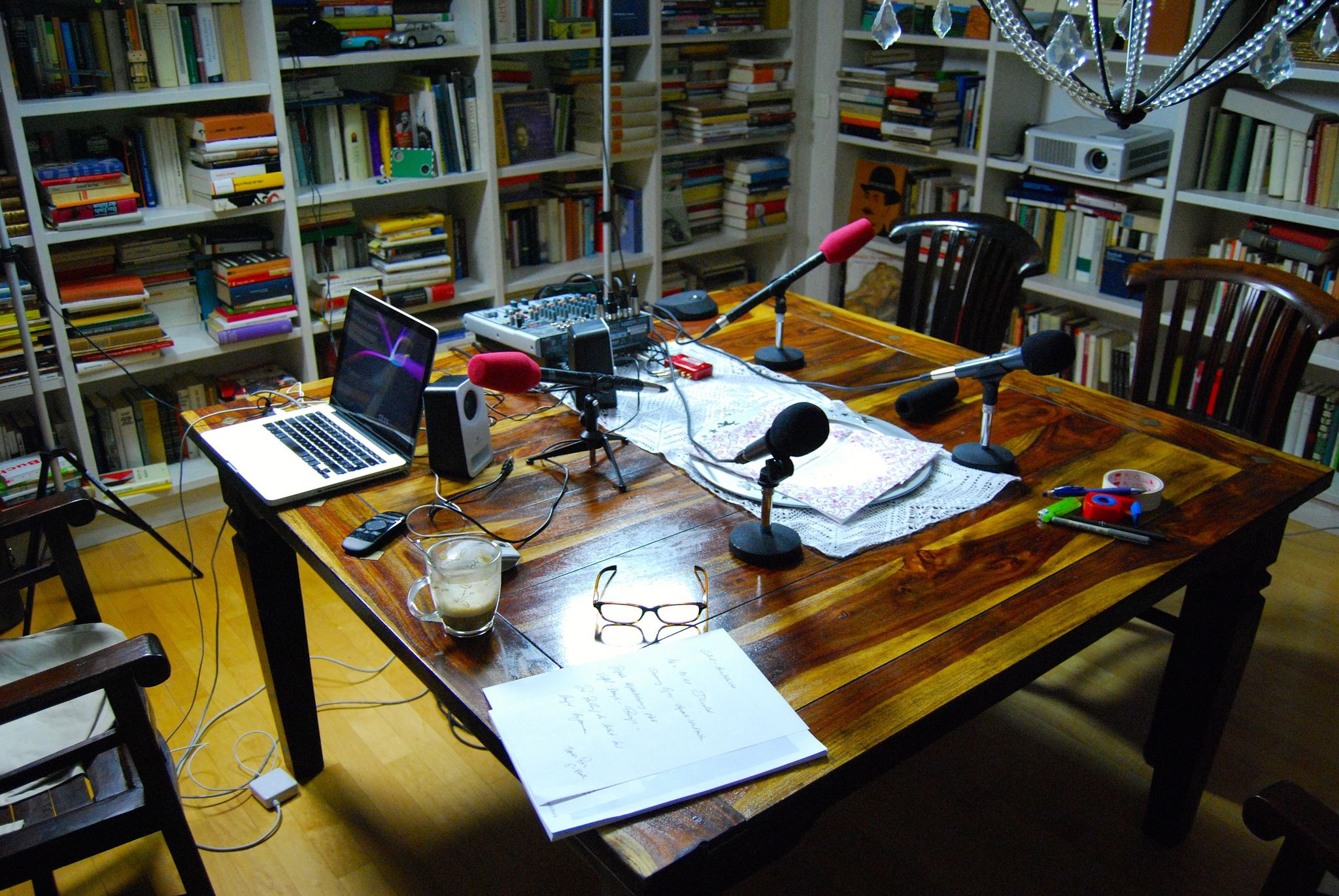 https://flic.kr/s/aHskqGbxsy | Netzökonomisches Käsekuchen-TV-Studio #NEO15