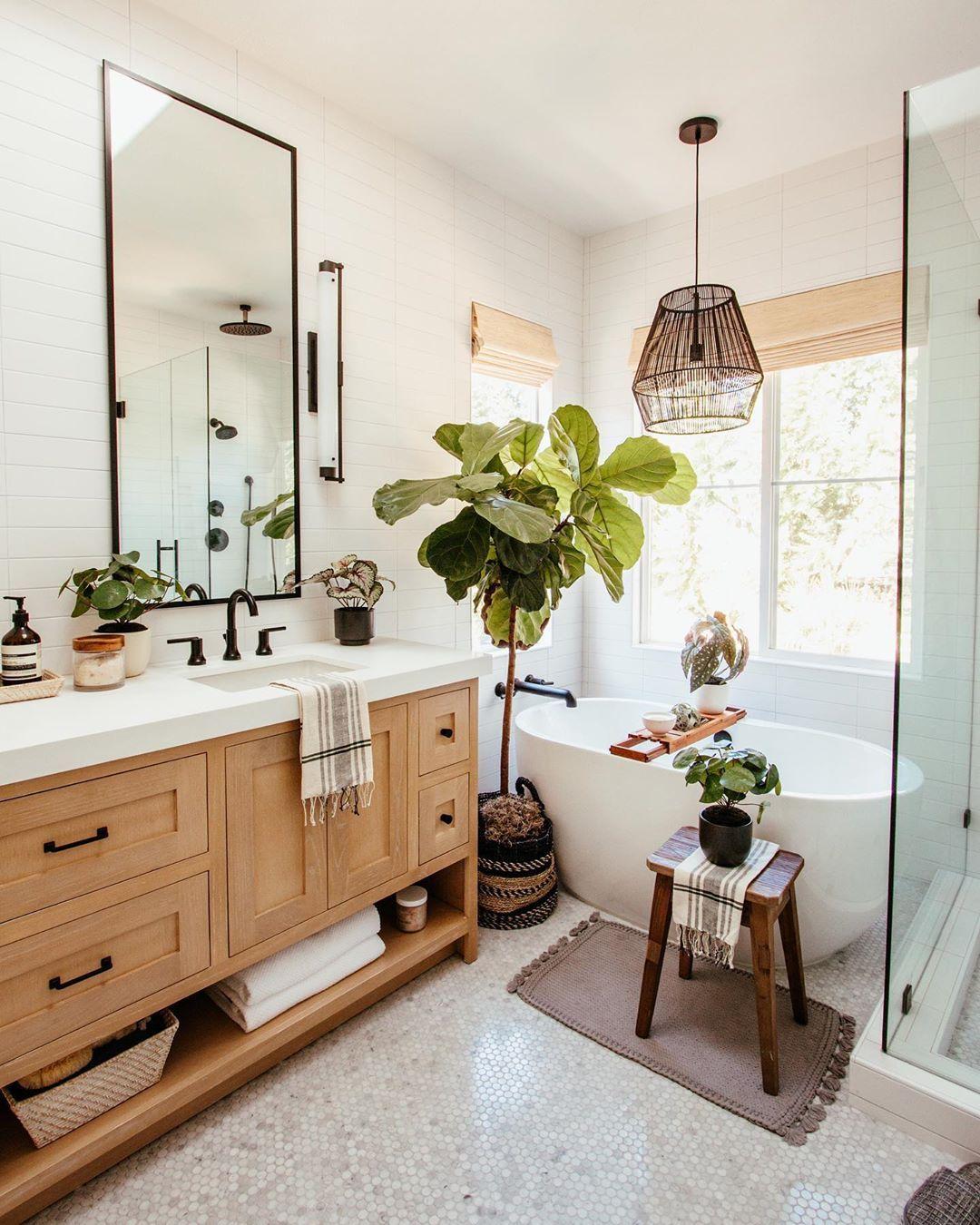 California Casual Bathroom In 2020 Eclectic Bathroom Bathroom Interior Master Bathroom Renovation
