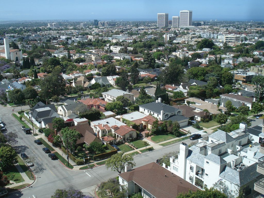 Not Far Over Los Angeles | Kelly Vivanco | Flickr