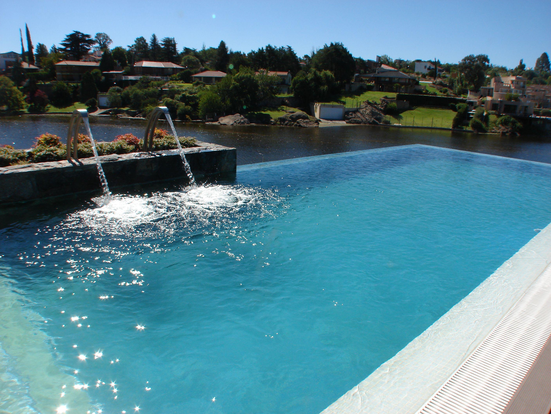 Piscinas desborde retornos swimmingpool wellnes for Piscinas publicas baratas en cordoba