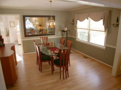 paint colors for dining room with chair rail | dining rooms with