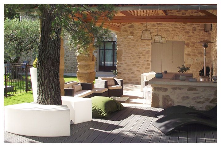 Terrasse couverte avec cuisine d 39 t jardin et terrasse for Villa avec terrasse couverte