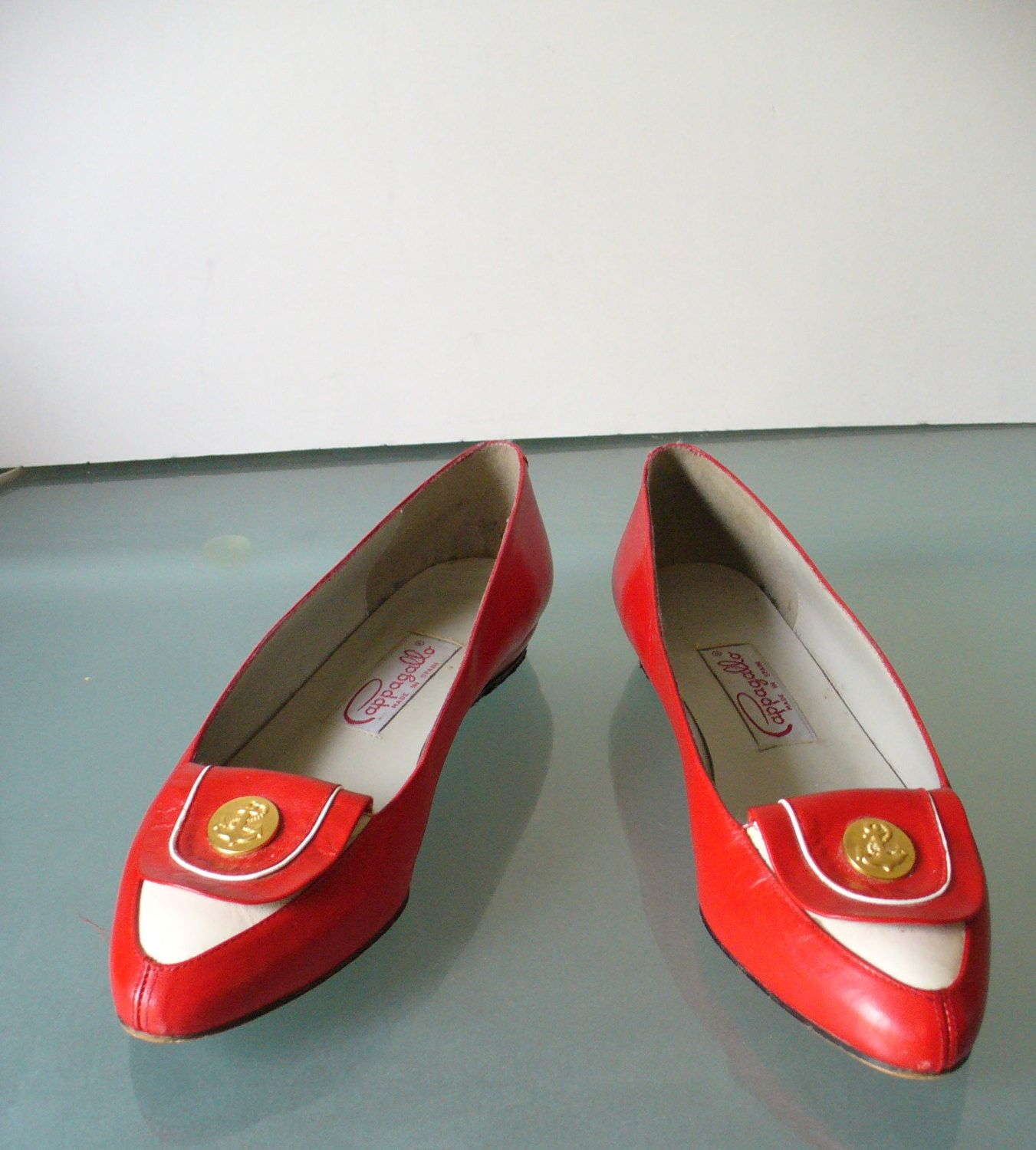 Vintage Red & White Pappagallo  Spectator Pumps Size 7 US by TheOldBagOnline on Etsy