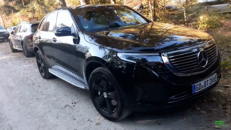 Mercedes Benz Eqc 400 Spotted In The Wild Video Mercedes Benz Mercedes Benz
