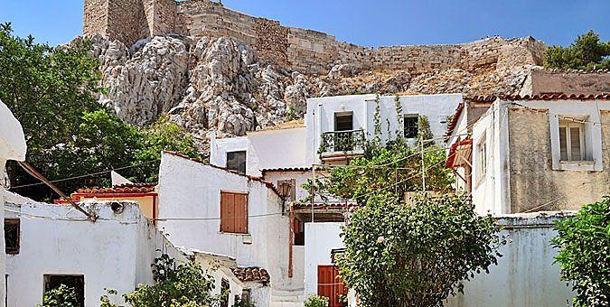 10 αθηναϊκά κτίρια με ενδιαφέρουσες ιστορίες Αναφιώτικα