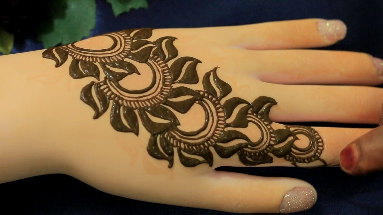 Pin by Pranjal Bishnoi on Mehendi | Simple mehndi designs