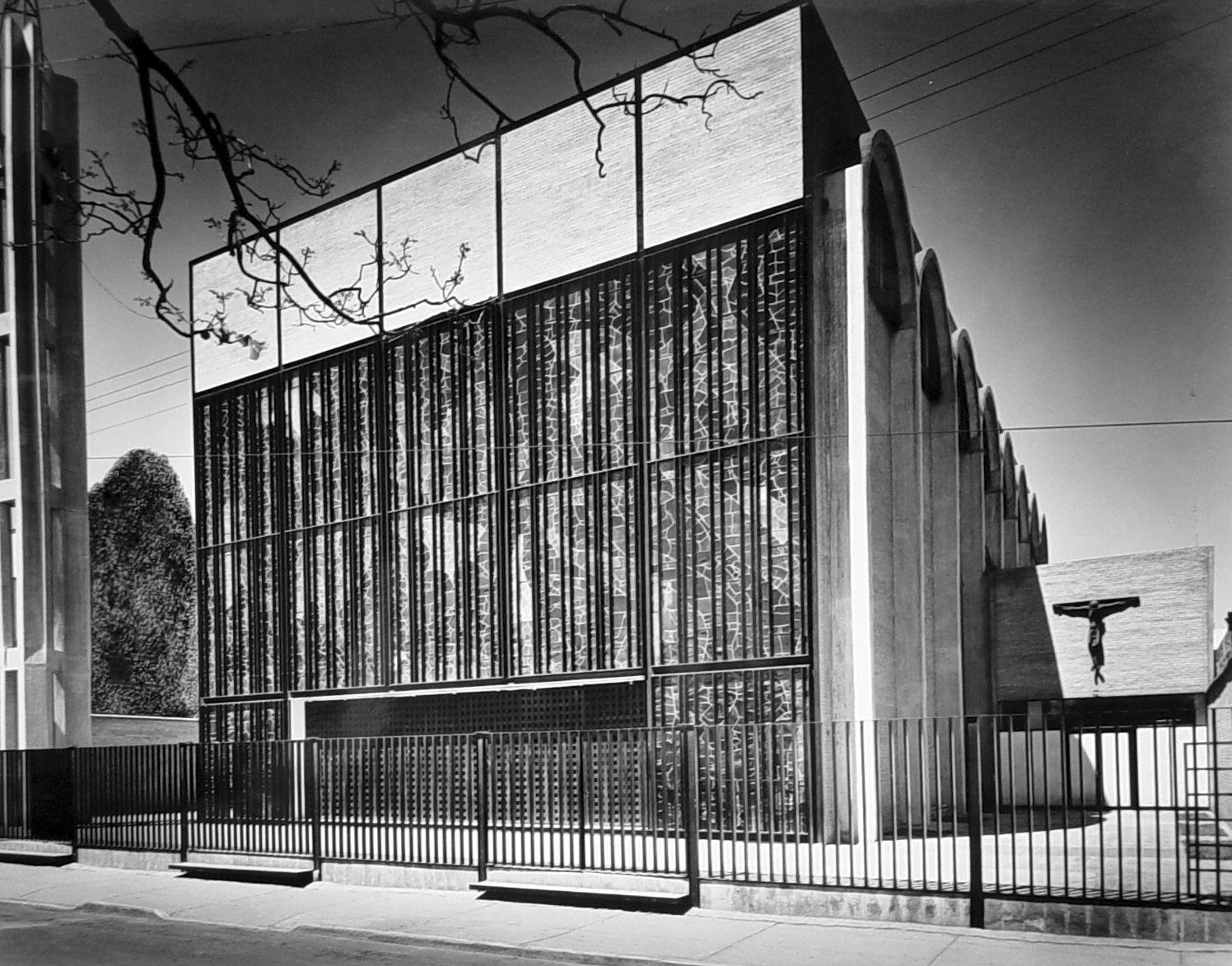 Iglesia de la sagrada familia 1960 m xico d f enrique for Arquitectura mexicana moderna