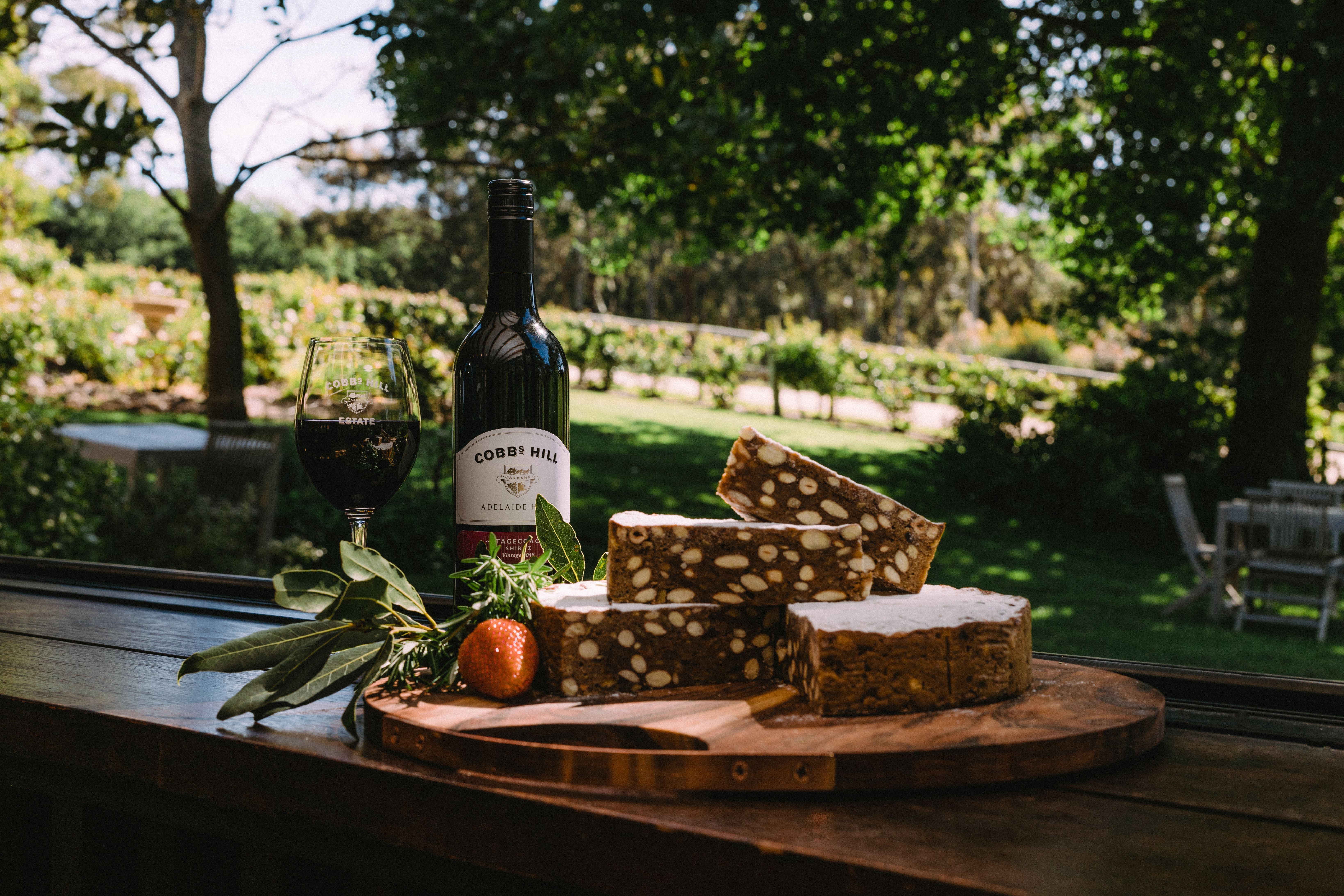 Made from a blend of candied citrus peels, almonds, hazelnut, honey, spice flavours of cloves , cinnamon and pepper. Baylies Siena cake is perfect to be served with your favourite wine and cheese.