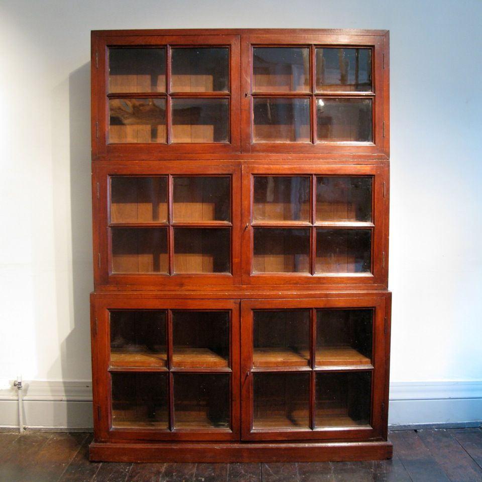 A Good Quality Late 19th Early 20th Century English Display Cabinet Bookcase In