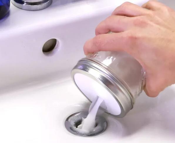11 astuces pour une salle de bain toujours propre astuces nettoyage pinterest. Black Bedroom Furniture Sets. Home Design Ideas