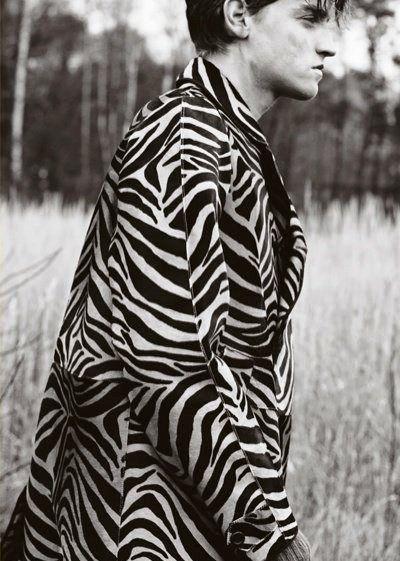 Print. #blackandwhite #mensoutfit #fashion #menswear #malemodel #mensoutfit #barney-barrett #barneybarrett