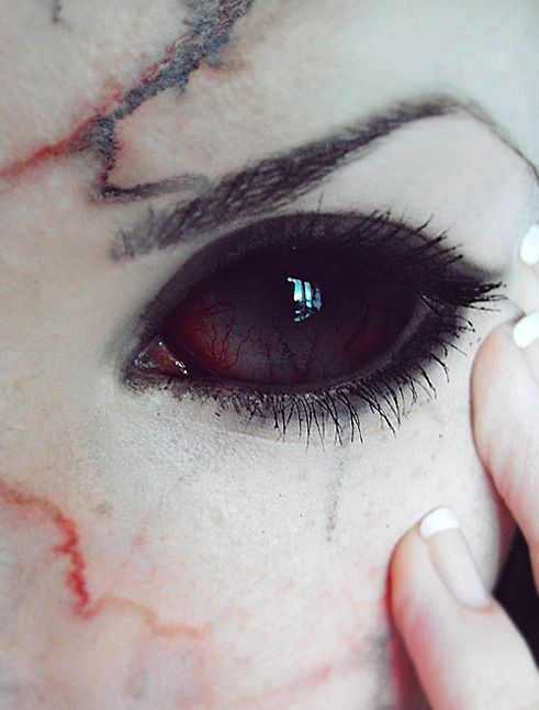 Hoping through the wonders of makeup and contacts I can do my eyes like this for Halloween. #creepy