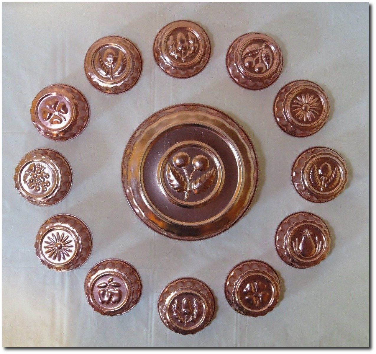 VINTAGE-LOT-OF-13-COPPER-JELLO-MOLDS-ONE-LARGE.jpg (1275×1199)