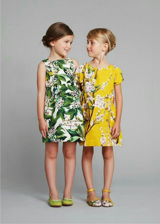93006423 Two girls photo reference. our kids style. www.2locos.com Dolce and Gabbana