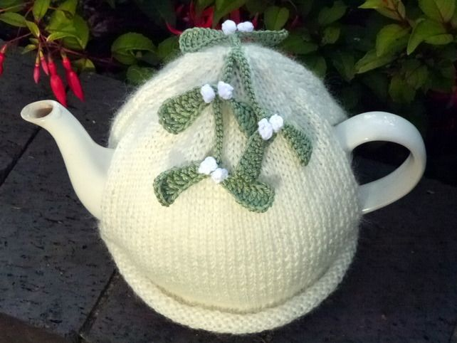 Christmas Mistletoe Tea Cosy £18.00 | Home | Pinterest | Hora del té ...