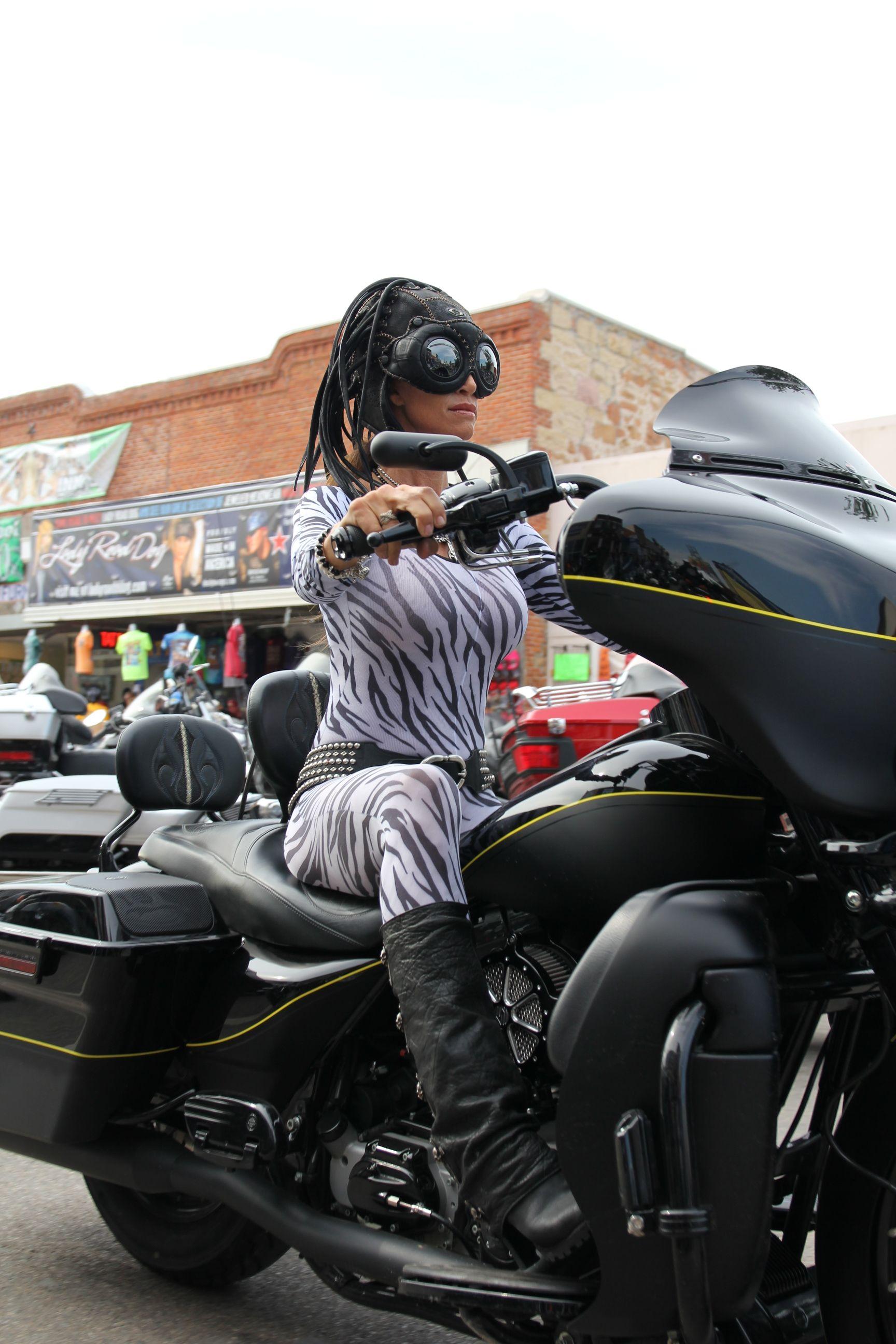 Hot biker Foxy Salt 100