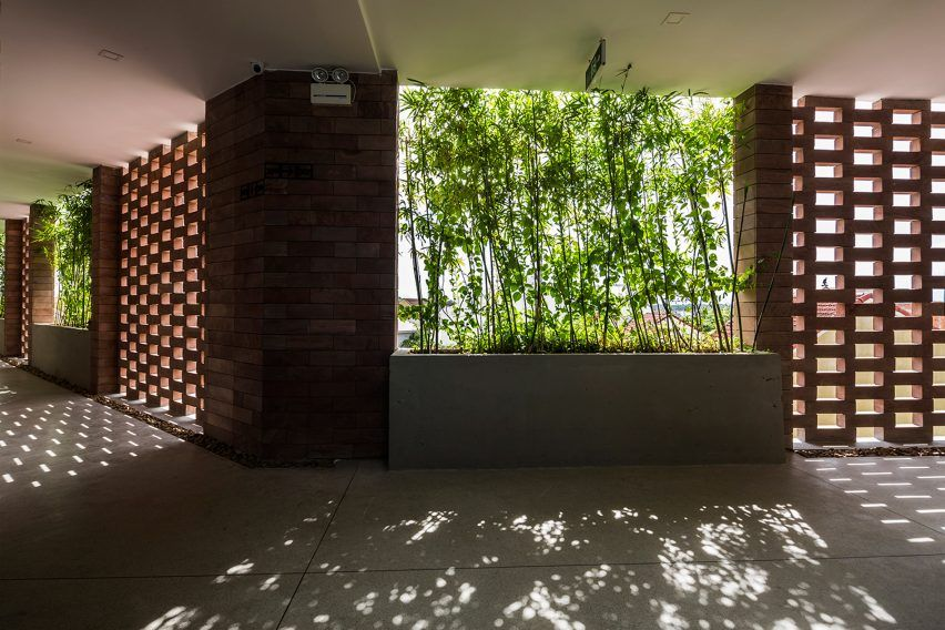 Natural light is also able to filter in through perforations in the stone walls, without causing heat buildup