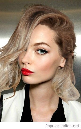 Blonde Hair Red Lips And Cat Eye Layered Haircuts Short Layered Haircuts Red Lip Makeup