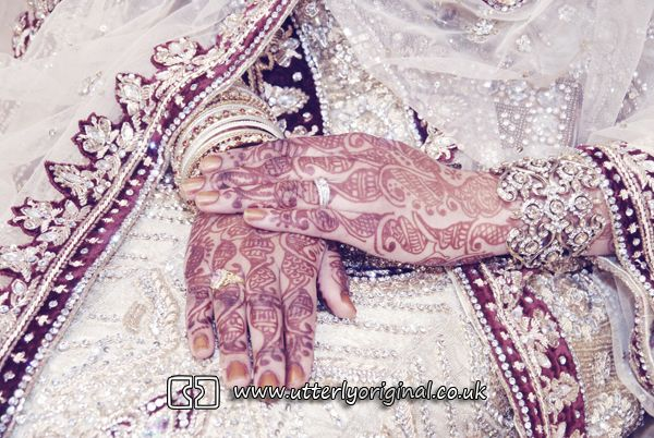 Wedding photography. Asian wedding photography. Wedding mendhi. Mendhi. Hands. Bengali wedding photography. Photography by www.utterlyoriginal.co.uk