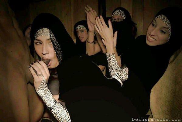 posing arab amateur women