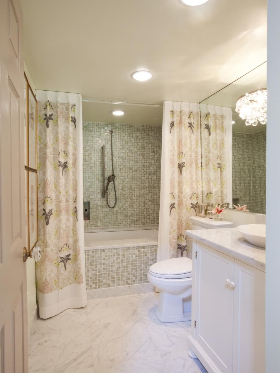 ideas for bathrooms decorating%0A Chandeliers