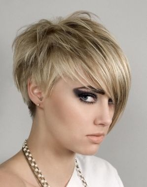 Short On One Side Long On The Other Coupe De Cheveux Courte Cheveux Courts Coupe De Cheveux