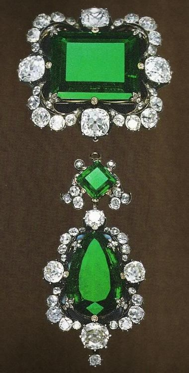 Royal Jewels of Italy - Diamond and Emerald Brooch. Owned byQueen Margherita of Italy, rectangular emerald is 42 carats.