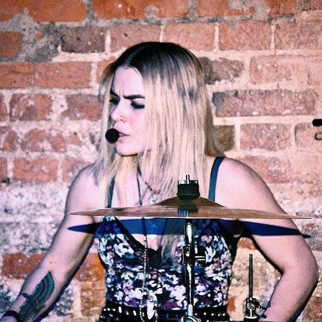 #liej #liejohnny #gig #band #music #postpunk #indie #rock #дич #atmosphere #drums #drummer #drummergirl #drumstagram #drumsoutlet #femalevocalist #femaledrummer #drumsickig #drumlook #drumporn by alexkliman