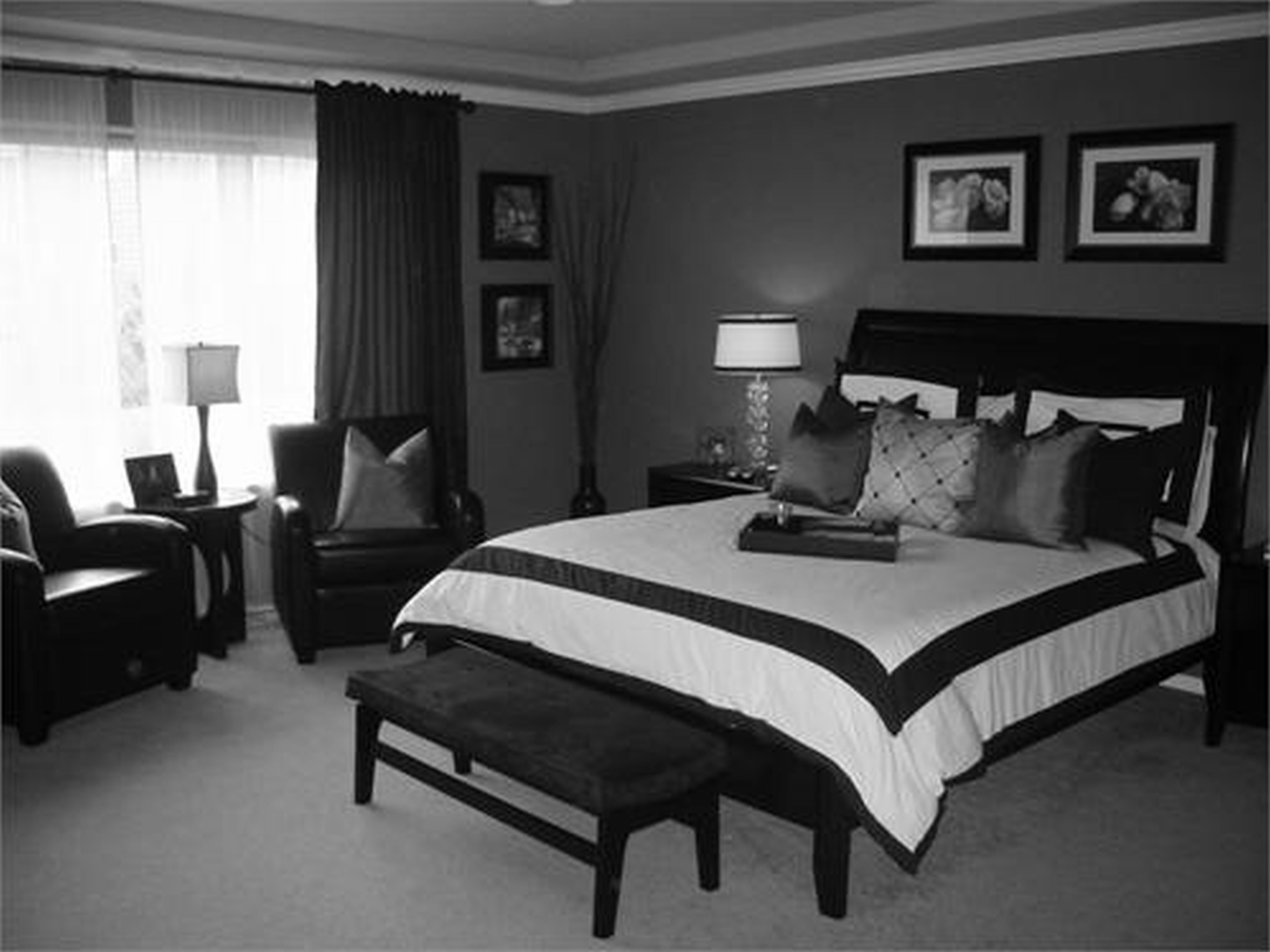 Delicieux Appealing White Black Comforter And Black High Headboard And Benches As  Well As Pictures Bedroom Wall
