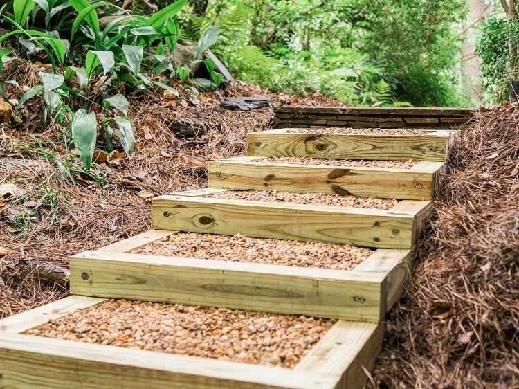 Optez pour l\'escalier jardin bois gravier pour réussir un ...