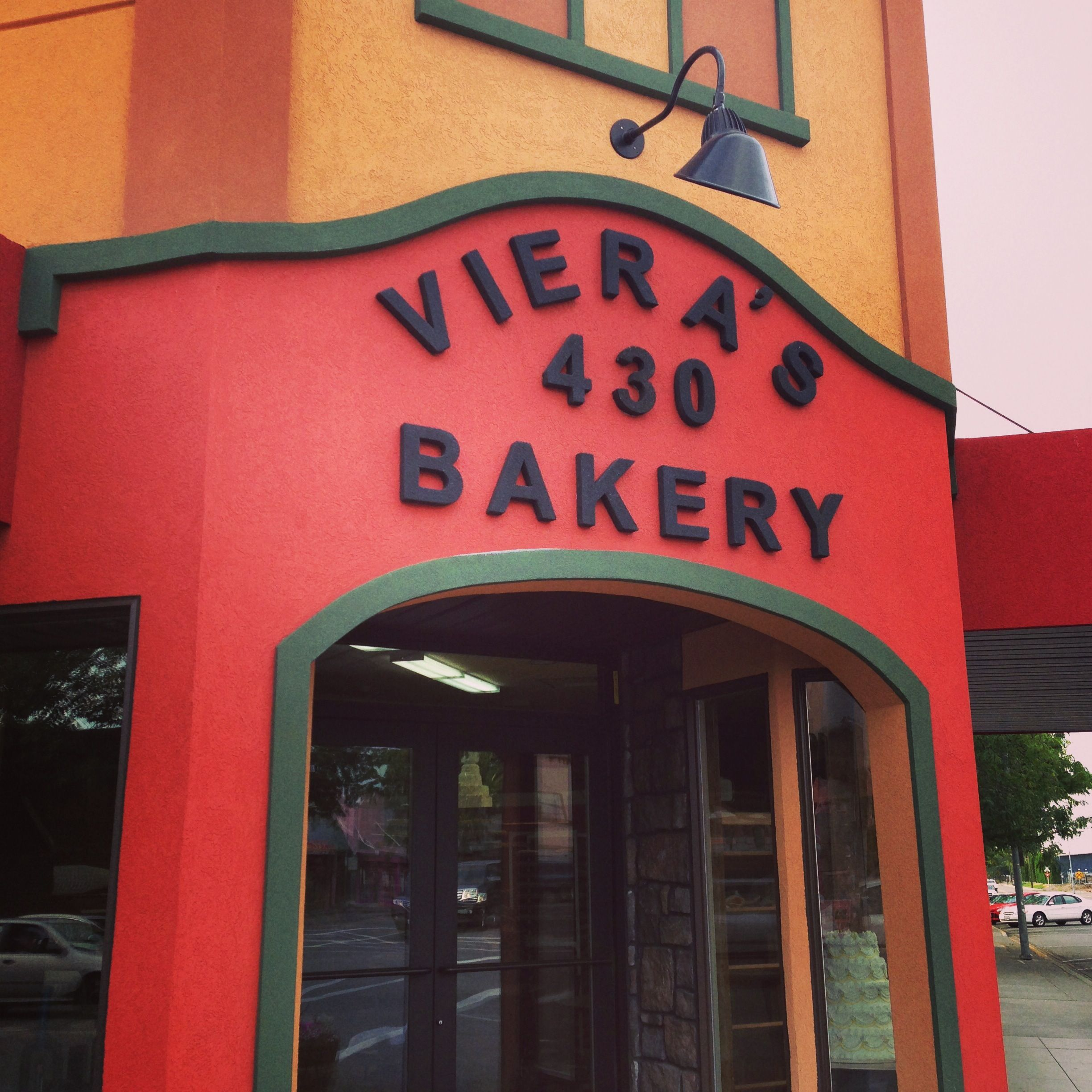 Vieras Bakery In Downtown Pasco Wa All Of The Baked Goods Tricities Tricitieswa Sweets Tri Cities In Season Produce Award Winning Wine
