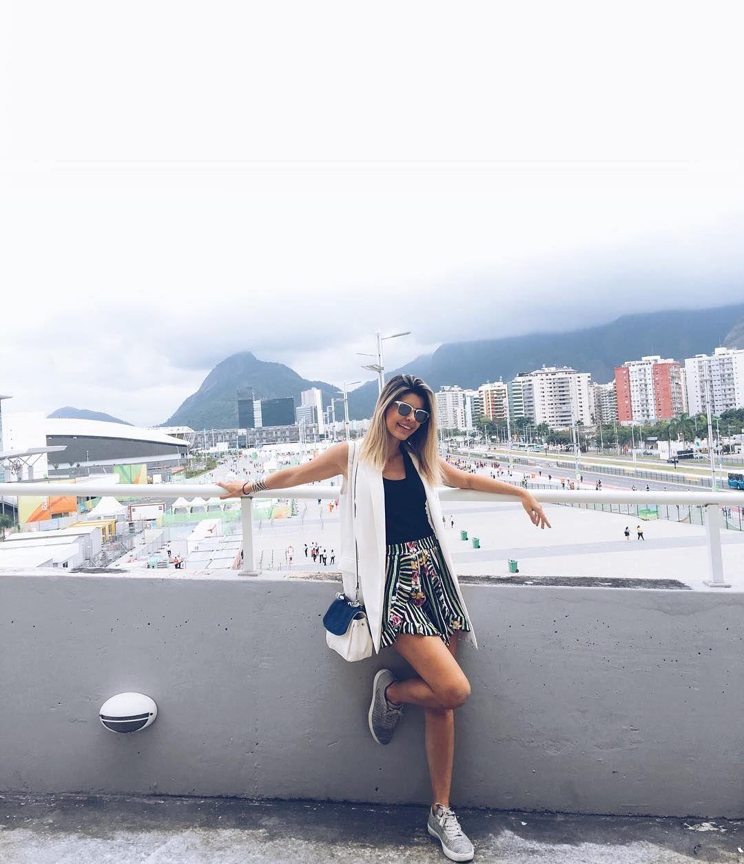 Acordei cedinho hoje muiiiito animada  Já estou aqui no Parque Olímpico hoje não tem sol e o clima está maravilhoso!  Amando demais estar aqui! #rio2016