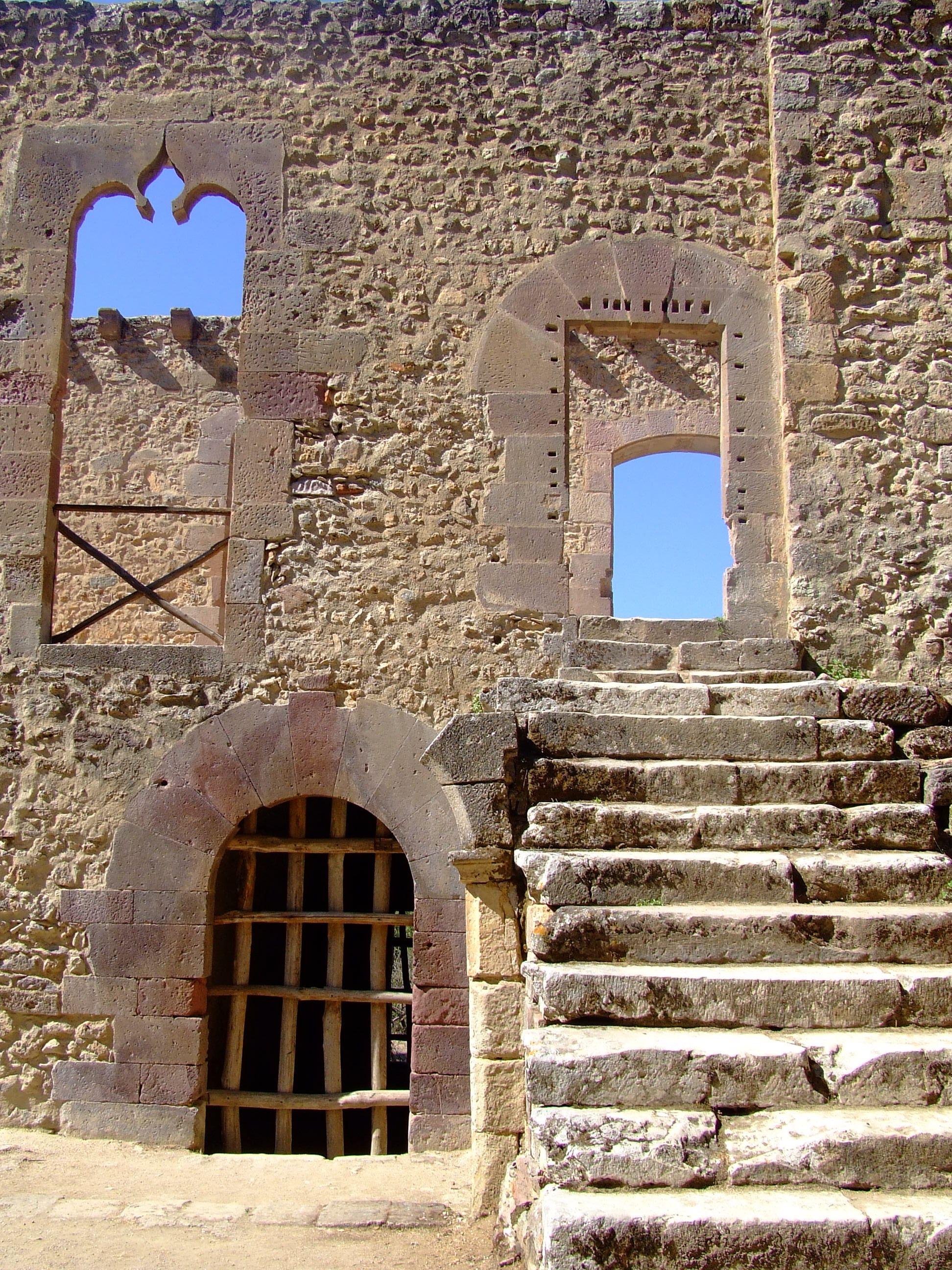 Laconi (Sardegna)  - castello