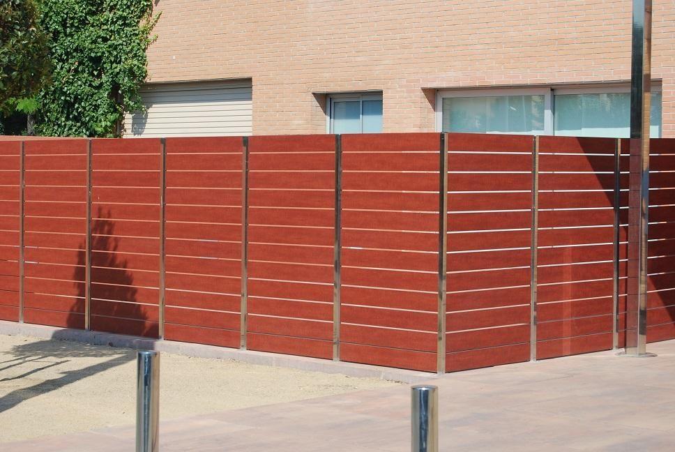Valla de ocultaci n residencial con compacto fenolico y postes acero inoxidable altura 1m80 - Vallas de acero inoxidable ...