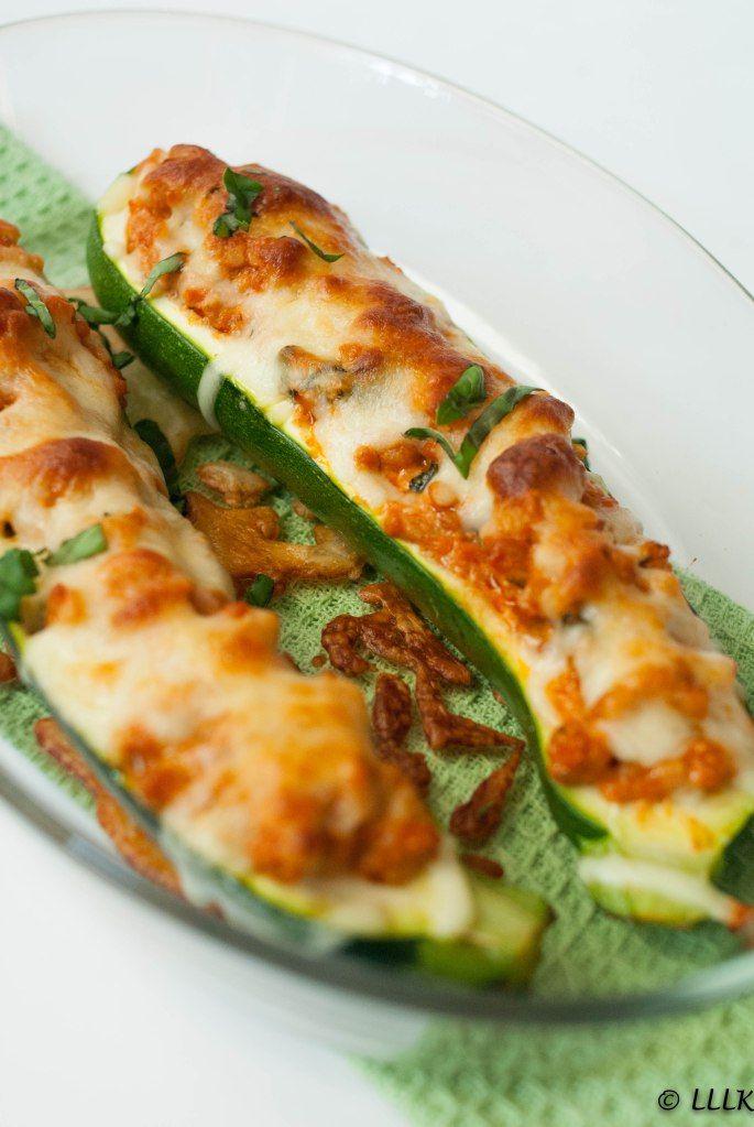 Gevulde courgette met kip, rode pesto en mozzarella #koolhydraatarmerecepten