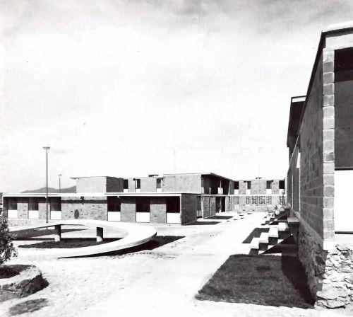 Conjunto de casas en Unidad de Habitacion en Ciudad Sahagún, Fray Bernardino de Sahagún, Hidalgo, México 1962  Arq. Teodoro González de León  Foto. Brehme  Townhoues, Cuidad Sahagun, Fray Bernardino de Sahagun, Hidalgo, Mexico 1962