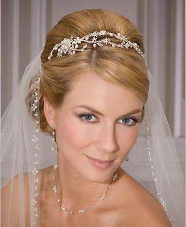 Updos With Headbands And Veil For Bride Wedding Veils Pinterest